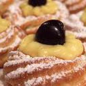 http://i2.wp.com/italiantraditionalfood.it/wp-content/uploads/2015/02/festa_pap%C3%A0_zeppole.jpg?resize=271%2C128